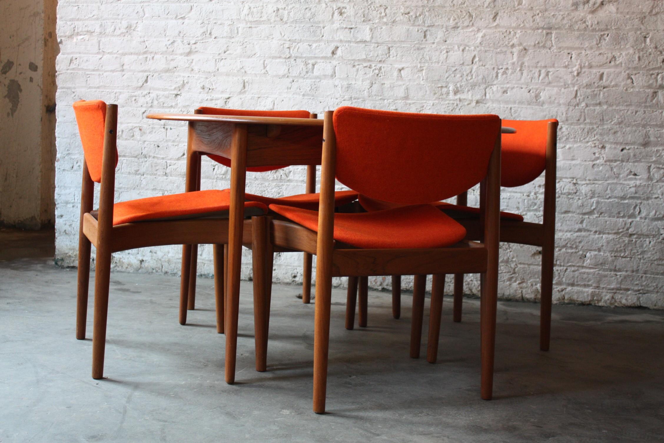 Set meja makan jepara mini 4 kursi oranye