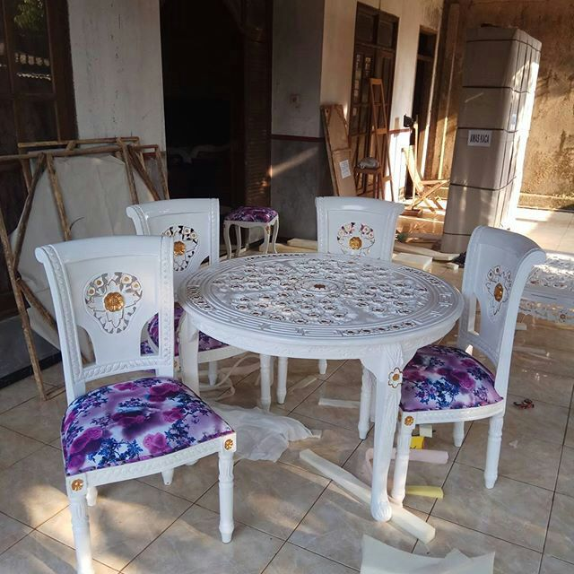 Kursi makan salinan jok duco putih