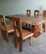 Meja makan solid kayu trembesi