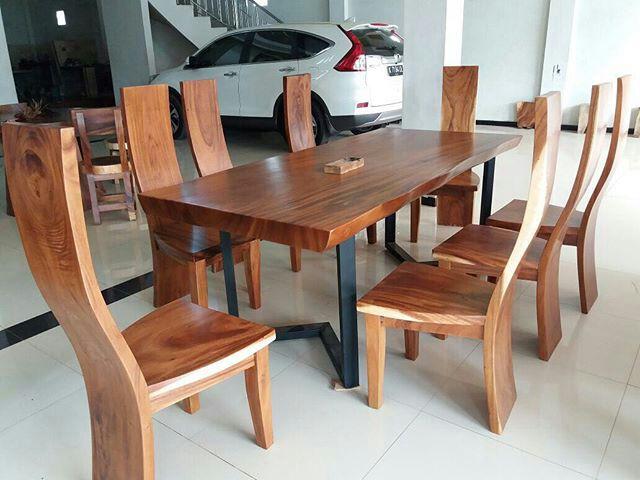Set meja makan solid trembesi 8 kursi