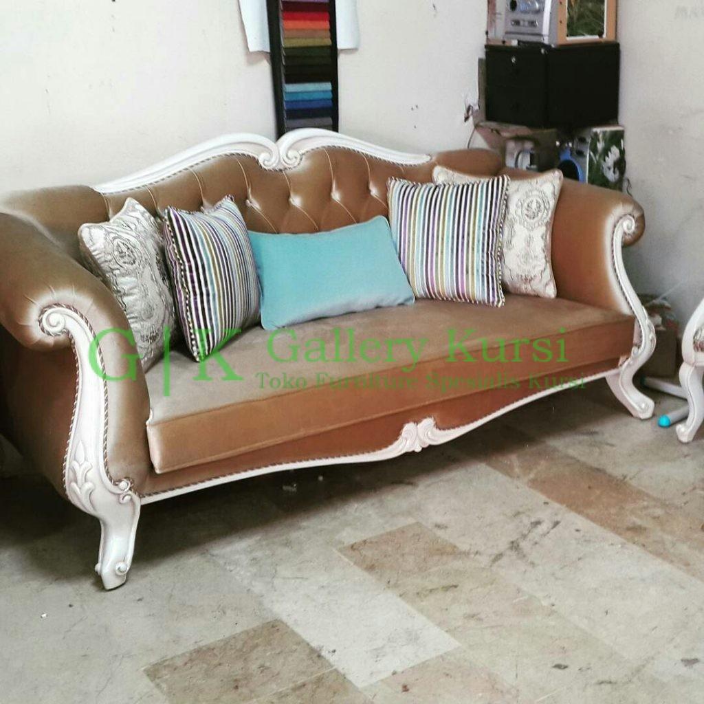 Sofa Duco Putih Klasik, Sofa Putih, Sofa Mewah, Kursi Sofa Tamu, Sofa Tamu Mewah, Jual Sofa, Harga Sofa Murah, Pengrajin Sofa Tamu, Sofa Duco Klasik, Set Sofa Tamu, Sofa Vintage, Sofa Retro, Sofa Minimalis